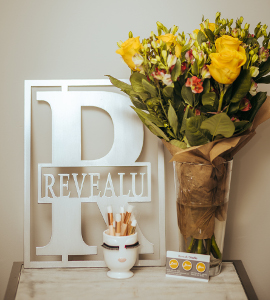 RevealUSalonFlowers